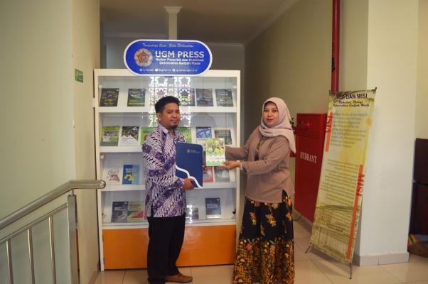 UGM Press Tanda Tangani MoU Kerja Sama dengan 5 Perpustakaan Fakultas UGM